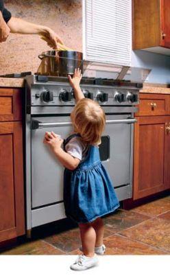 C mo tener una cocina segura para los ni os for Objetos para cocinar