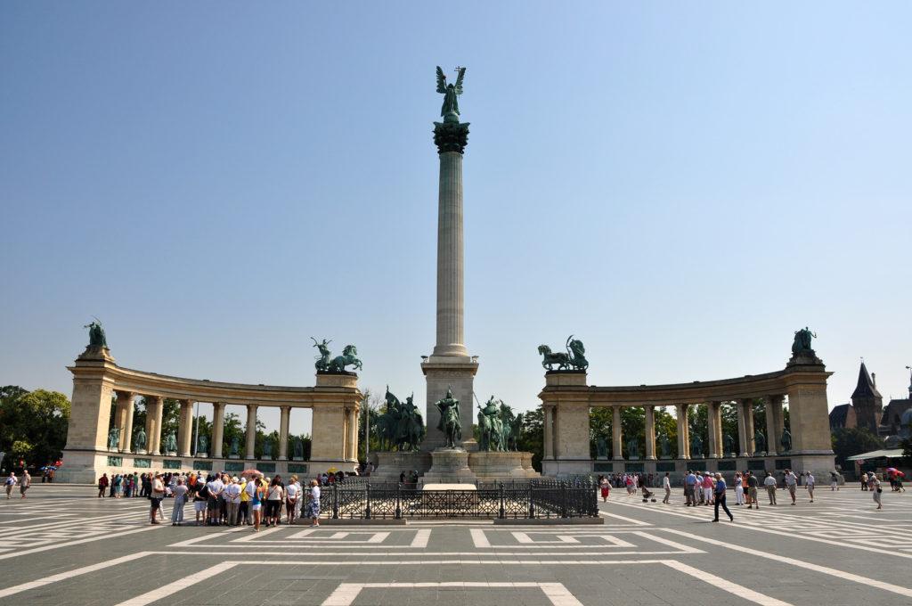 plaza de los heroes en Budapest