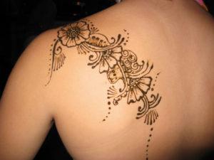 Como se aplican los tatuajes de henna